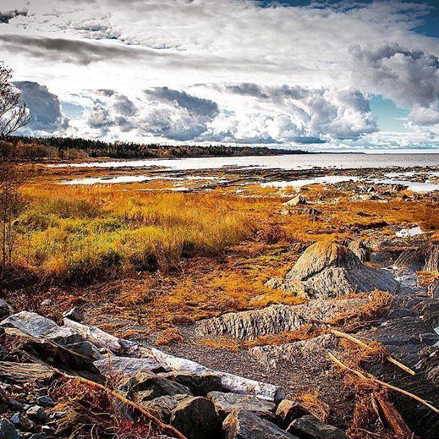 Matin de novembre   #vacancesalacampagne #saintjeanportjoli #berges #fleuve #automne #paysages #grève #matindautomne #explorecanada #quebecoriginal #chaudiereappalaches #grisaille #plusbeauvillage #sjpjcreatif  Merci @sarajourde pour la trop belle photo✌️️