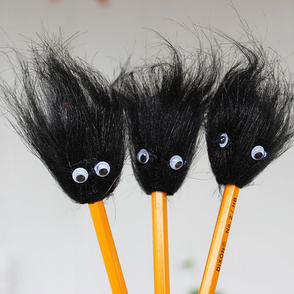 These back to school pencil toppers are so easy to make the kids can do it themselves! Lots of fun...