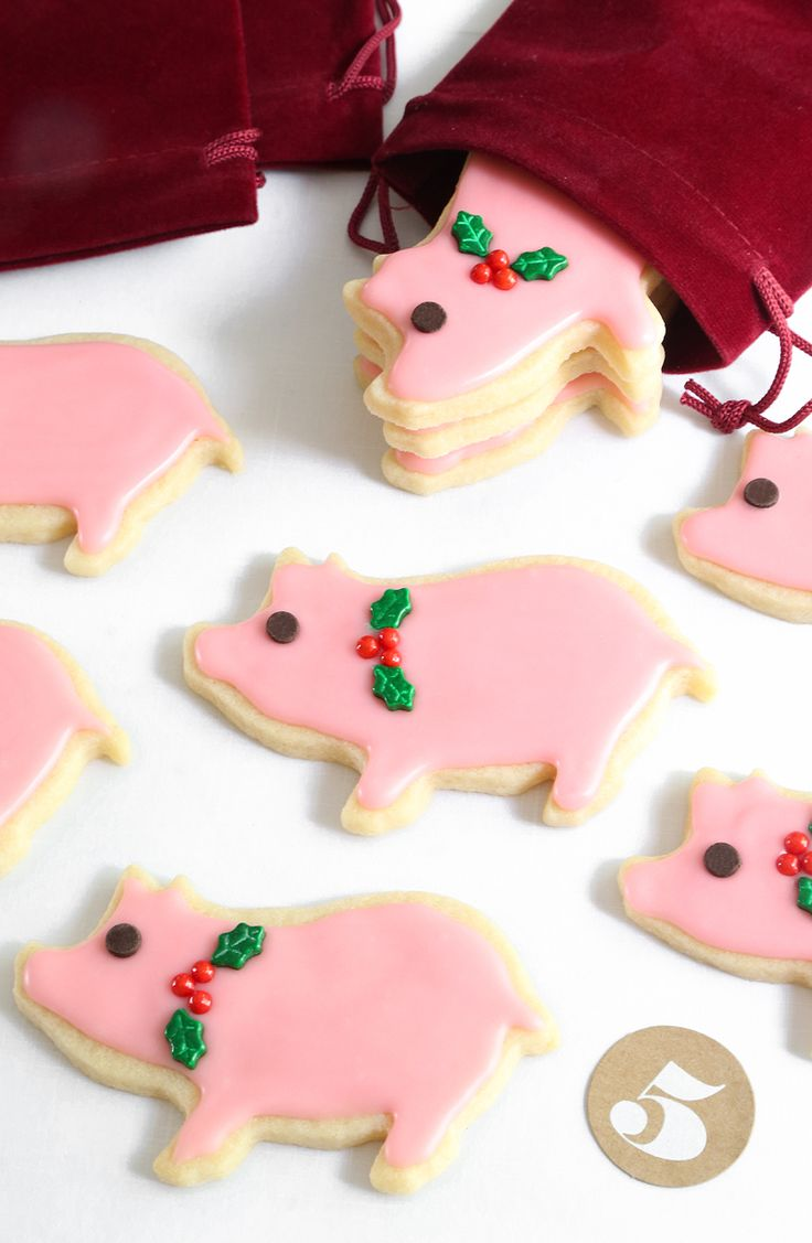 Lucky Peppermint Pig Cookies from @sprinklebakes