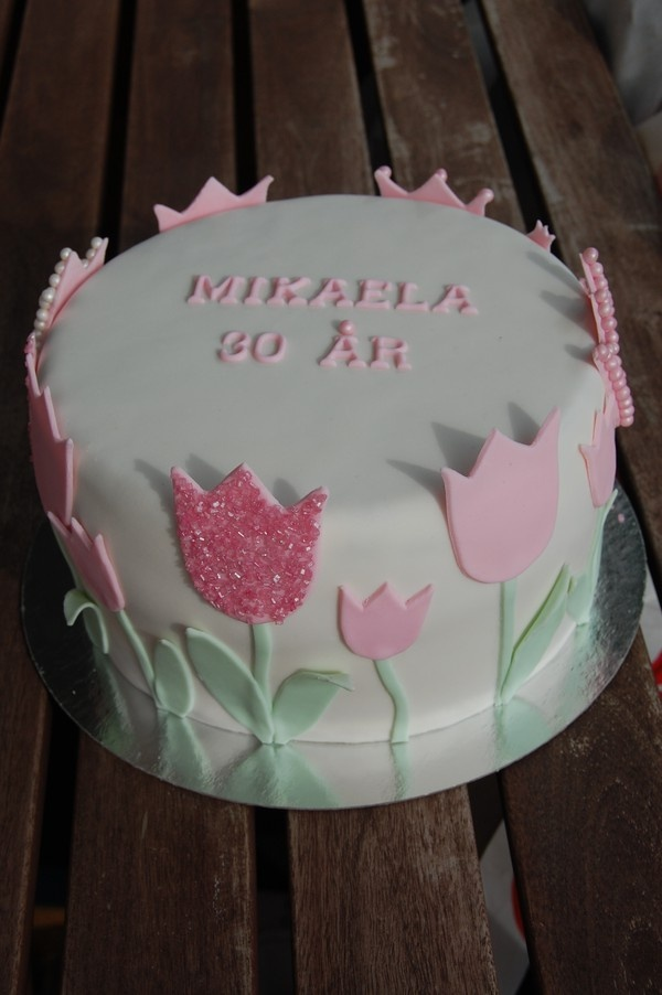 Best 25 Tulip Cake Ideas On Pinterest Wilton Piping
