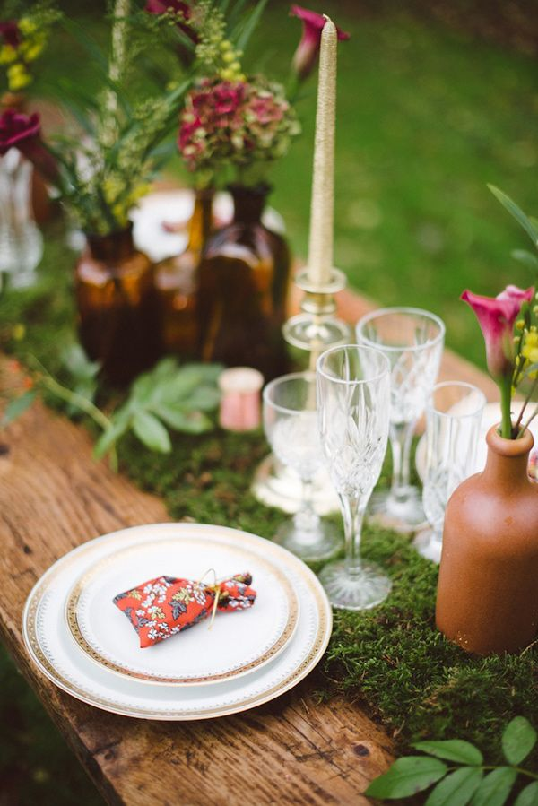 woodland wedding inspiration, photo by Trentième Étage http://ruffledblog.com/french-woods-wedding-inspiration #tablescape #woodland #wedding