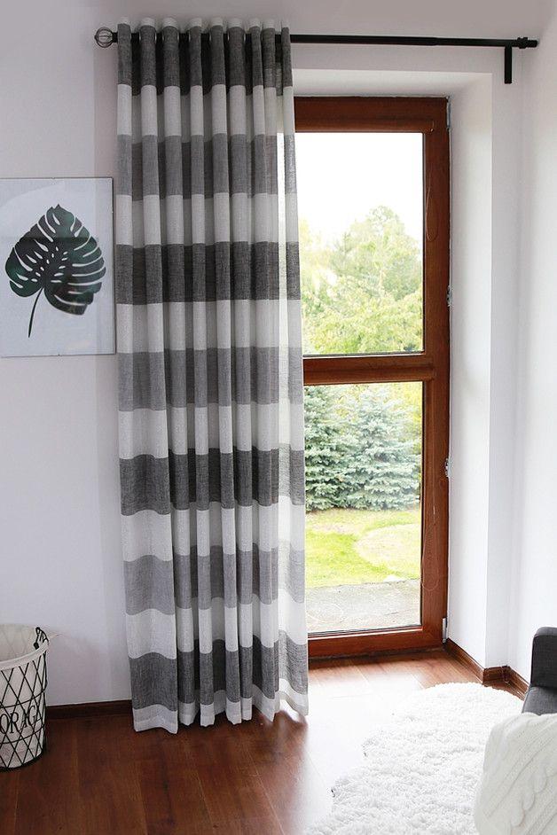 Moderner Vorhang in weiß-graue Streifen Moderner Vorhang aus Naturleinen in weiß-graue Streifen genäht. Muster – horizontale Streifen Farbe – dunkelgrau, hellgrau, weiß mit Brokat Maße –...