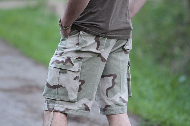 Na obrázku vidíme krásny maskáčový vzor, ktorý ešte do nedávno používala americká armáda. http://www.armyoriginal.sk/3158/40403/maskacove-kratasy-vintage-3-farby-desert-mmb.html