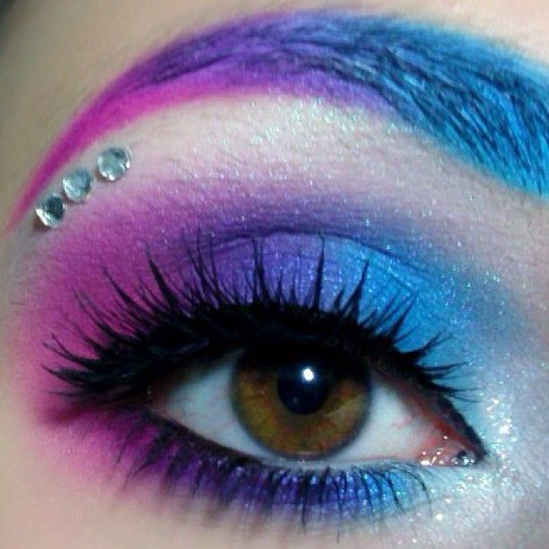 So sweet! Scarlett Hallow created her Shrinkle-inspired look using Sugarpill Poison Plum, Afterparty, and Dollipop. Love the eyebrows, blending, and her gorgeous eye shape!