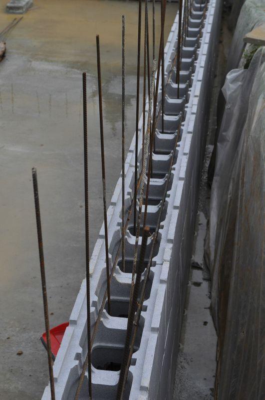Montage des murs de la piscine - Piscine en blocs polystyrène - enduit etanche pour piscine