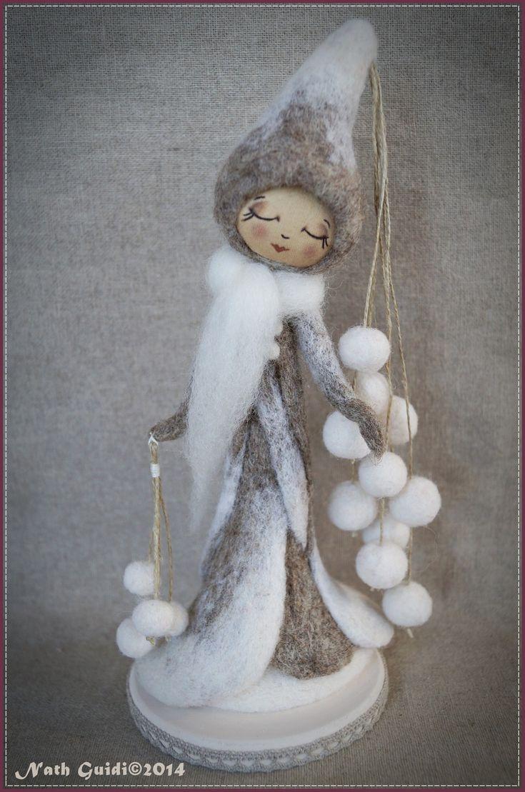La fée rêveuse, sculpture de laine feutrée : Sculptures, gravures, statues par la-fee-chiffonnee