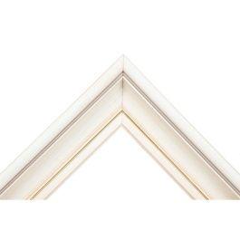 Thor Vanilla Whiteär en av våra finaste tavelramar i antikvit färg. För att ge en utmärkande yta som är levande och tilltalande, har Thor Vanilla White en schatterad och riven yta. Det ger härliga skiftningar mellan de vita tonerna i färgen. En folierad stav ger inramningen en extra känsla av lyx. På toppen finns även en brun repa för att skapa kontraster i ramens färger. En mycket vacker och romantisk ram för den kräsna, som vill ha en absolut bedårande ram. Bredd: 49 mm. Höjd: 36 mm…