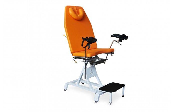 Fotel ginekologiczny JFG 2 Posiada regulowane oparcie z wygodnym podgłówkiem, jak również demontowany podnóżek oraz regulowane we wszystkich płaszczyznach podkolanniki.