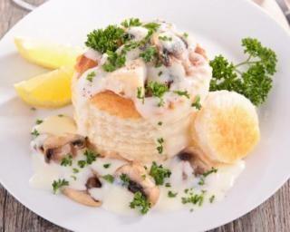 Vol-au-vent de poulet aux champignons : http://www.fourchette-et-bikini.fr/recettes/recettes-minceur/vol-au-vent-de-poulet-aux-champignons.html