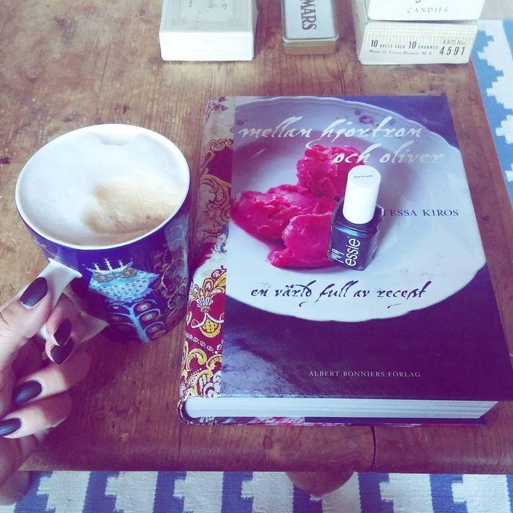 """Happy friday💜my first matte nailpolish ever! Essie """"spun in luxe""""  Kivaa perjantaita ja onhan nää mattalakat kivoja sittenkin😍  #essie #cashmerematte prsample #spuninluxe  #tessakiros  #cookbook #nailpolish #mattepolish #mattalakka #kynsilakka #latte #cafe #coffee #coffeetime #taika #arabia #happymorning #kahvi #kahvihetki #aamukahvi #instacoffee #coffeelovers #lovecoffee #cosmetics #oldboxes @essiepolish @essienordics"""