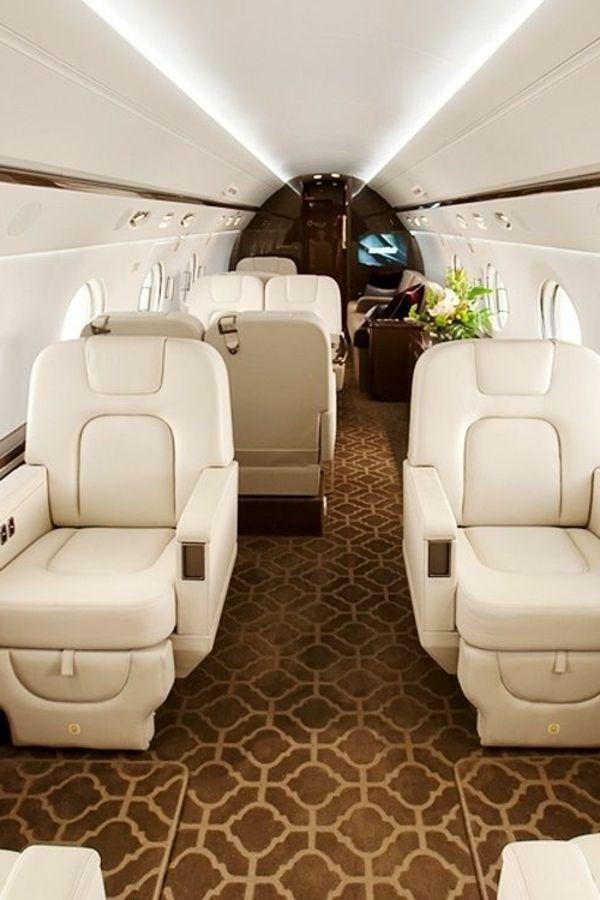 canapés en cuir beige, salon, à bord de votre jet privé, prix