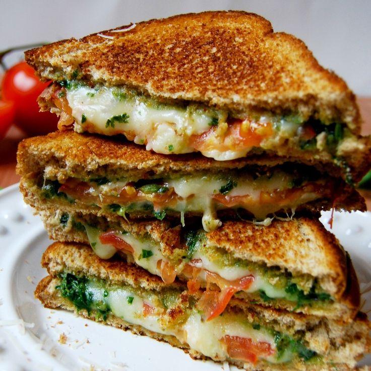 Basil Mozzarella Grilled Cheese Recipe by enjoyeverybite on #kitchenbowl