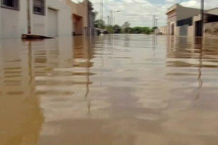El Nino zwingt 100.000 Südamerikaner zur Flucht - Die Menschen aus der Grenzregion von Paraguay, Uruguay, Brasilien und Argentinien mussten wegen schwerer Überschwemmungen ihre Häuser verlassen. © Reuters http://web.de/magazine/panorama/el-nino-zwingt-100000-suedamerikaner-flucht-31234062