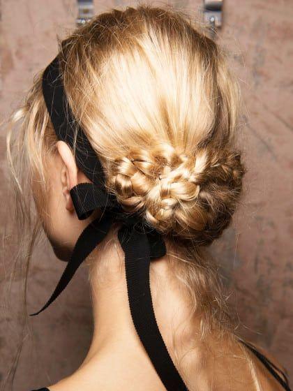 ber ideen zu frisuren mit haarband auf pinterest frisuren elegante frisuren und. Black Bedroom Furniture Sets. Home Design Ideas