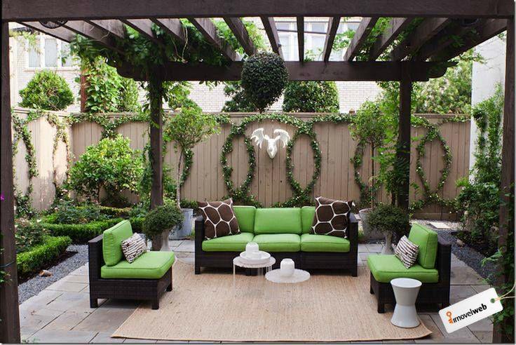 Para que o dia comece ainda mais bonito - afinal é sexta-feira - que tal esse incrível jardim para tomar o café da manhã? Veja itens essenciais para deixar o seu jardim lindo: http://bit.ly/ÁreadoJardim