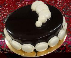 Biscuits japonais, praliné croustillant, mousse au et glaçage chocolat. Recette inratable de CAP pâtisserie avec des photos pas-à-pas.