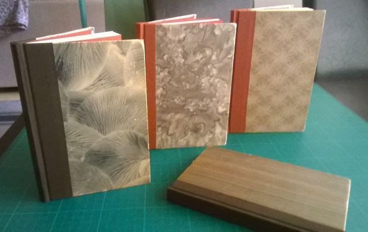 Vanhoista kirjoista saa ihania muistikirjoja vaihtamalla sisällön. 2015.