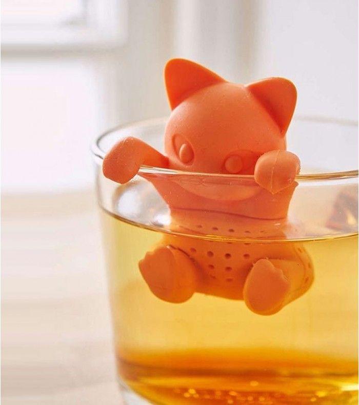 Qui a dit que les chats n'aimaient pas l'eau ? Celui-ci va adorer prendre son bain dans votre tasse de thé à n'importe quel moment de la journée.