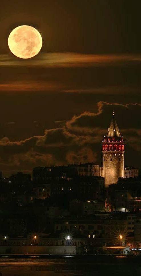 İstanbul 'da Galata Kulesi' nden