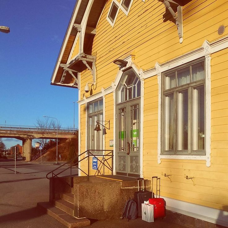 Back in Karis with a bucket full of sunshine!!! Happy Days!! ☀😎☀ #karistrainstation #travels #karistågstation #raseborg #bigyellowhouse  #total_finland #ig_finland #thisisfinland #weareinfinland #igersfinland #finlandia #finland #visitfinland #finland_photolovers #finnish #visitraseborg #kariskarjaa #nature #spring #summer #sun #sunnyday #sol #igerseurope #trainstation #blueskies #västranyland #irishinfinland