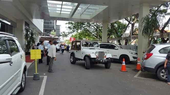 Lobby n jeep