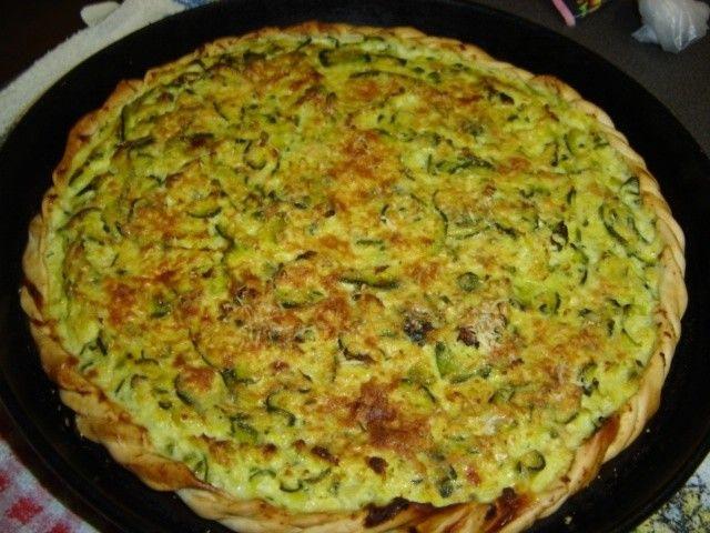 Tarta de zapallitos redondos o zuchini rehogados con cebolla y sazonados con orégano, queso rallado, ají molido, pimentón y ajo, deliciosas. Una buena idea para un picnic