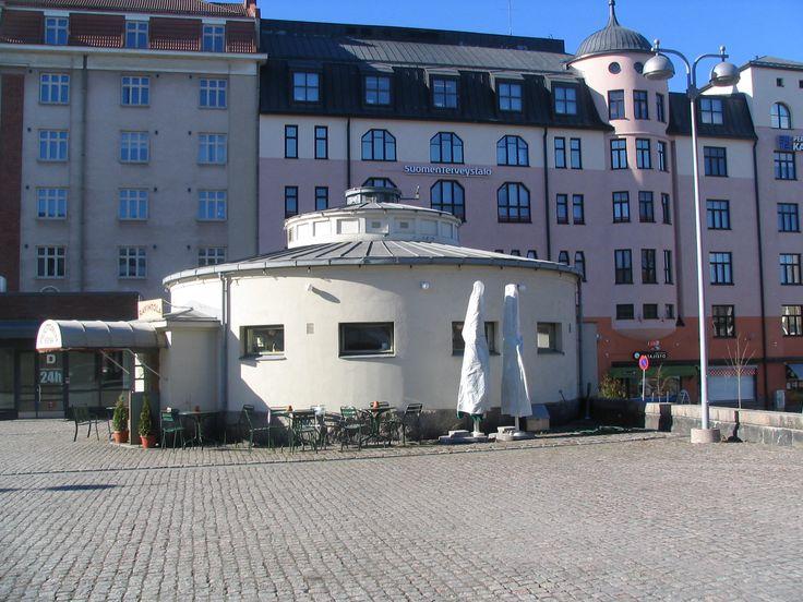 Puutorin vessa, Turku (1933). Linja-autoaseman asiakkaille rakennettu julkinen käymälä. Myöhemmin kunnostettu ravintolakäyttöön. #funkis #funkkis #functionalism