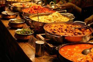 En el buffet es el invitado el que debe servirse la comida. Una de las ventajas de este tipo de eventos, es que le permite moverse con libertad y sentarse donde desee