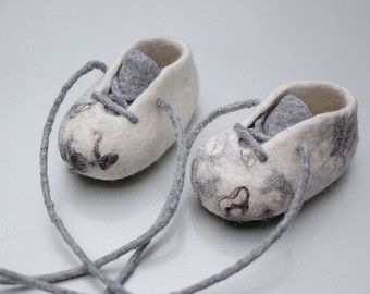 Felted Crib Booties for Baby Gold Glitter Newborn от MusiuMuse