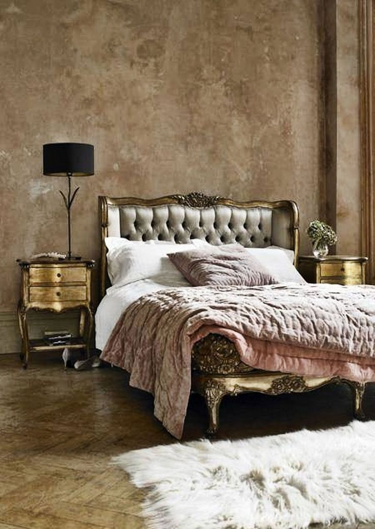 Simple Everyday Glamour Lovin' the mottled wall treatment