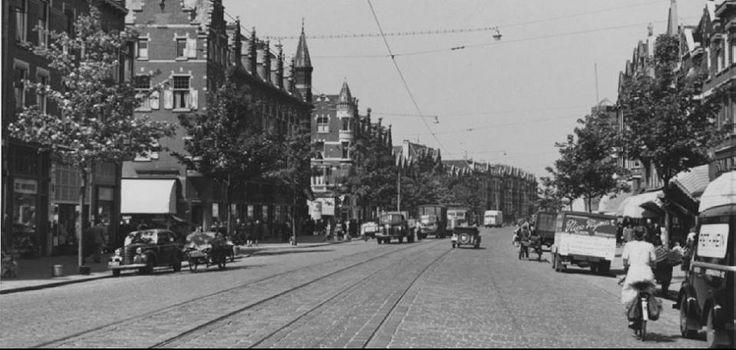 Rotterdam - Schiedamseweg. De straat links met de witte luifel is de Watergeusstraat en de straat links met de torentjes op de hoekpanden is de Spanjaardstraat. Zo aan de auto's te zien eind jaren '50 begin jaren '60.