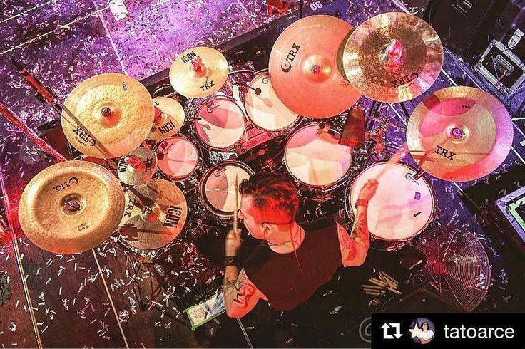 Repost from @tatoarce great concert photographer an eagle view from @irvingregalado drumset @matutemx  @aquariandrumheads @toxicstores @cympad @trutuner @spaundrumcompany @trxcymbals @carboneskull  #Drums #Drummers #Drumheads #Cymbals #Drumsticks #Snare #BassDrum #Drumkit #Drumlife #Toms #Bateria #Bateristas #Platillos #Baquetas #Parches #Tarola #Batera #Musica #Music #DrumatikaMX #Instagood #PicOfTheDay #FotoDelDia #concertphoto
