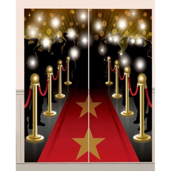 Hollywood rode loper scene setter 165 x 82 cm. Rode loper muurdecoratie welke uit twee delen bestaat. Elk deel is ongeveer 165 x 82 cm groot.