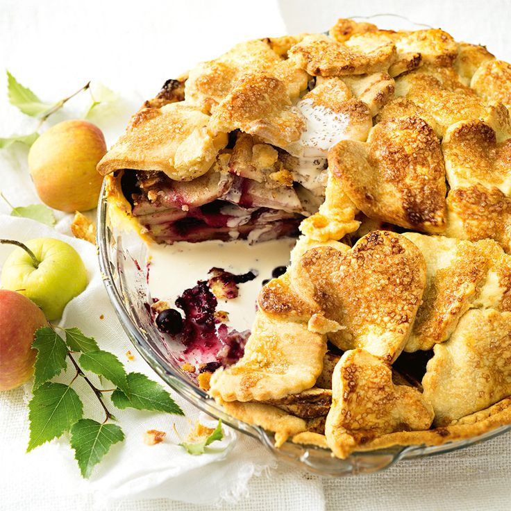 How to make a sweet Apple & Blueberry Pie. #HappyMothersDay #MothersDay #SpoilMum #Treat #Pie #Apple #Blueberry