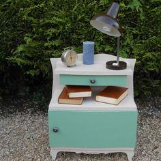 1000 id es sur le th me meubles gothiques sur pinterest maison gothique sa - Table de chevet couleur taupe ...
