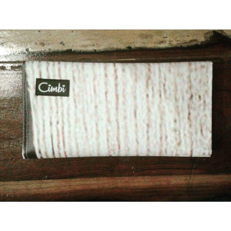 Wood X Wood | Plastic - Upcycled wallett designed by @cimbi_official #wood #pattern #upcycle #design #tompautca #atelier #muhely #getinspired #getyourcimbi #findyourcimbi #ecodesign #ecofriendly #conciousshopping #gogreen #loveatfirstsight  #bags #bagsandmore 👋👌😊💚