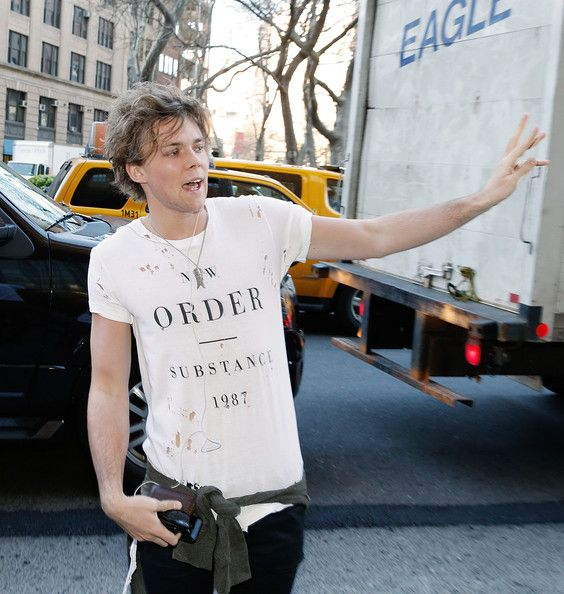 ashton irwin 2014 | Ashton Irwin Ashton Irwin of 5 Seconds Of SummerVisits The 'Elvis ...