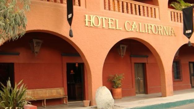 """La banda """"The Eagles"""" es TT porque demandaron a hotel mexicano por darse crédito por su canción Hotel California. http://qoo.ly/e2n4p"""