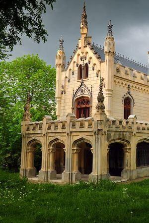 Satul unic în România. Are trei MONUMENTE istorice vizitate de mii de turişti
