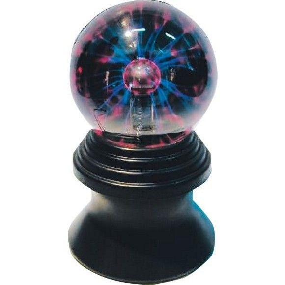 """Die Tischleuchte """"Flash"""" mit einem Durchmesser von ca. 11,5 cm besticht durch die Plasmalampe, die überraschende Lichteffekte produziert. Eine geheimnisvoll blitzende Glaskugel scheint auf einem schwarzen Sockel zu schweben. """"Flash"""" ist eine Niedervoltleuchte mit integriertem Trafo (6,5 Watt) und einem 2-Stufen-Regler. Die Tischleuchte ist trendiges Accessoire - ob auf dem Nachttisch oder bei der nächsten Party!"""