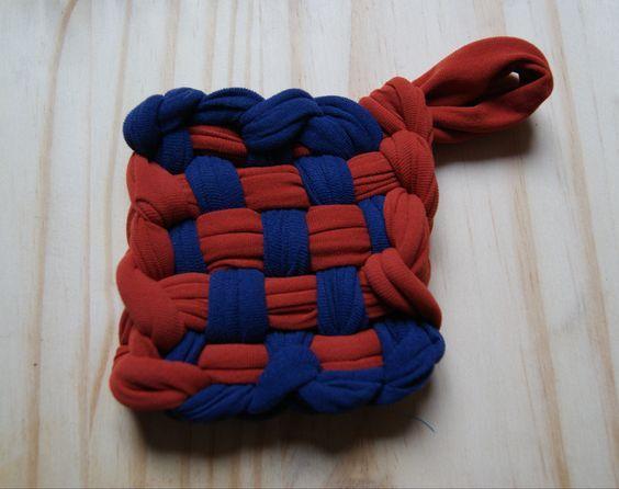 Fabriquer des éponges avec de vieux tee-shirts ou collants.