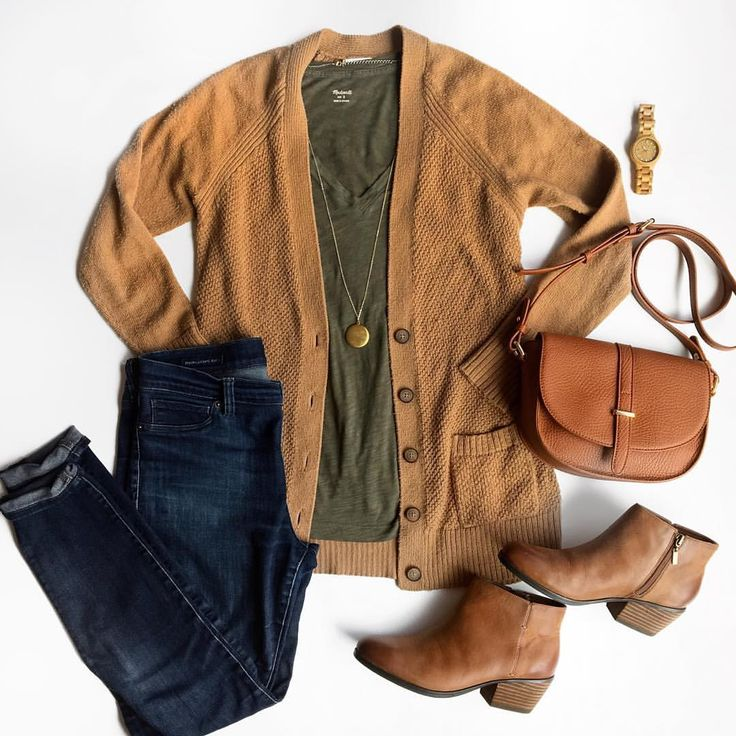 Love this camel cardigan and olive tee combo for fall! See this Instagram photo by @puttingmetogether • 123 likes