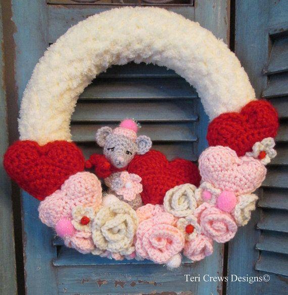 New Crochet Pattern Valentine Wreath With Cute door WoolandWhims, $4.95 Leuk voor valentijn , muizen en leuke kleur wat wil je nog meer.