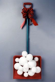 Fun & Easy Snow Shovel Decoration - love this - definitely making it:)