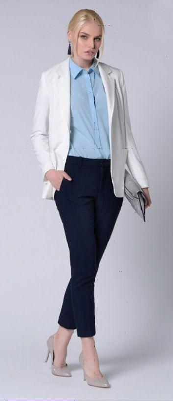 Серый пиджак, джинсовая рубашка, черные брюки, серые туфли