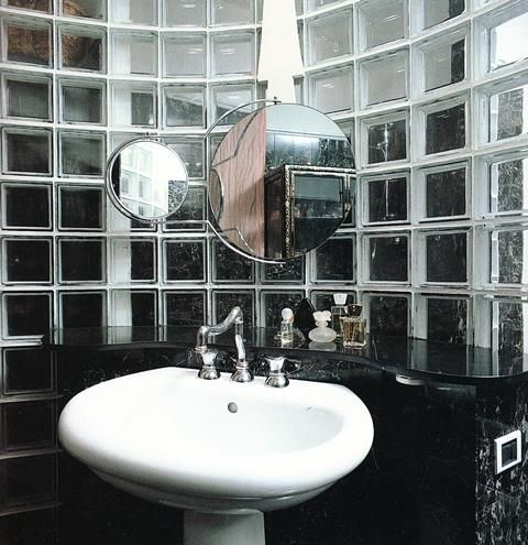 Bagno in marmo e vetro mattone - 02