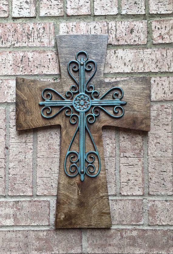 Cruz de madera grande turquesa madera Cruz por SignsBYDebbieHess                                                                                                                                                                                 Más