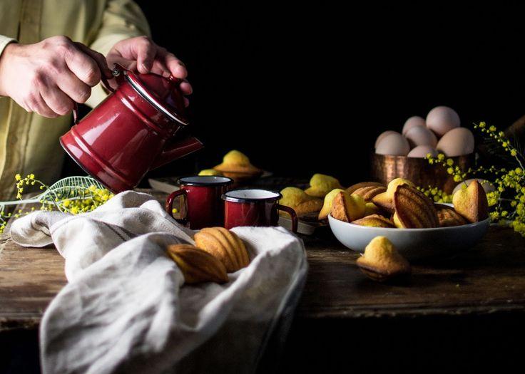 Pequenas, rechonchudas e deliciosas. Estes três adjetivos são suficientes para descrever estes pequenos bolinhos/biscoitos com forma de concha, de origem francesa