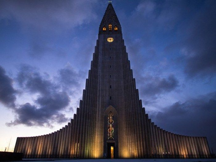 World Trip of the 30 most original churches building, Island  http://www.lumieresdelaville.net/2014/04/21/pour-le-lundi-de-paques-un-tour-du-monde-des-30-eglises-les-plus-originales/