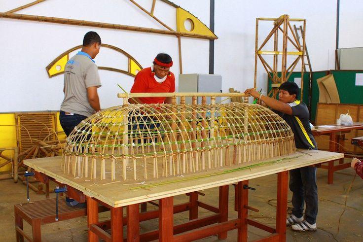 Arquitetoindígina da aula em uma universidade em Brasília